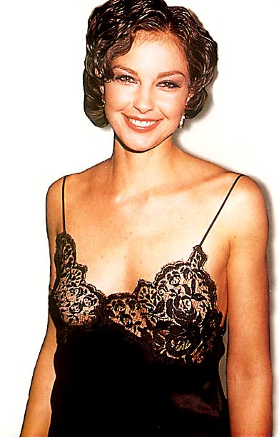 BabeStop - World's Largest Babe Site - ashley_judd150.jpg